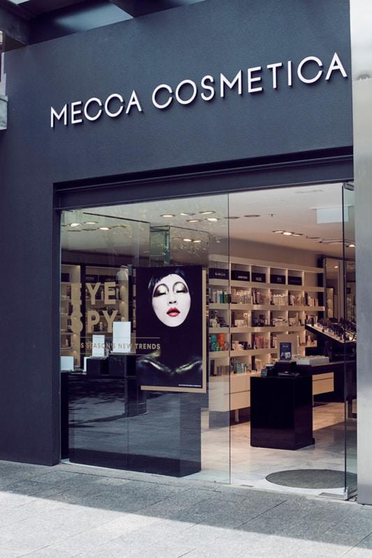 Fachada moderna e simples para loja de cosmeticos
