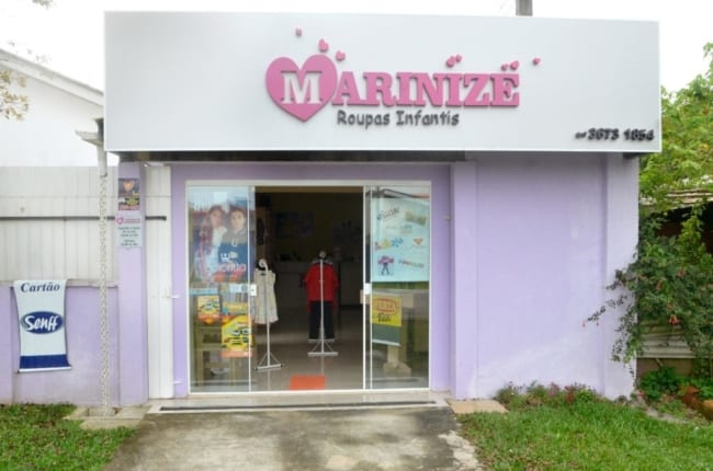 Fachada simples para loja de roupas infantis