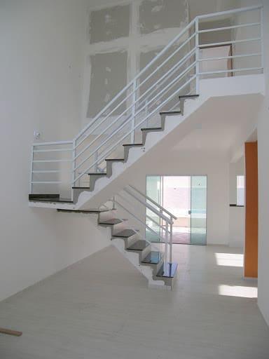 Fase de acabamento da escada interna em formato de U