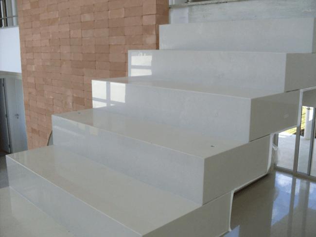 Instalacao do porcelanato da escala cascata