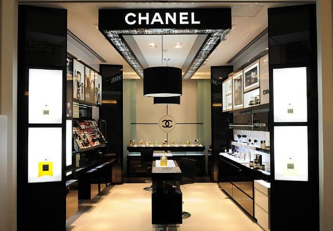 Loja de cosmeticos com fachada simples