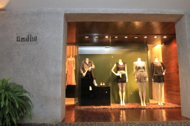 Loja de roupa feminina com fachada simples