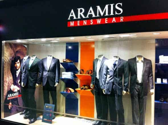 Loja de roupa masculina com fachada com boa iluminacao