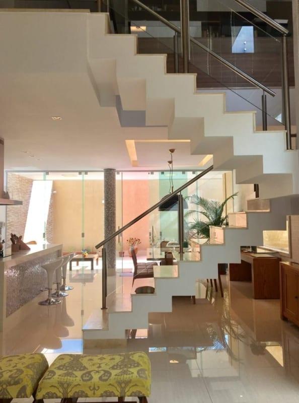 Outro belissimo modelo de escada em casa