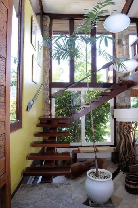 escada em L rustica de madeira