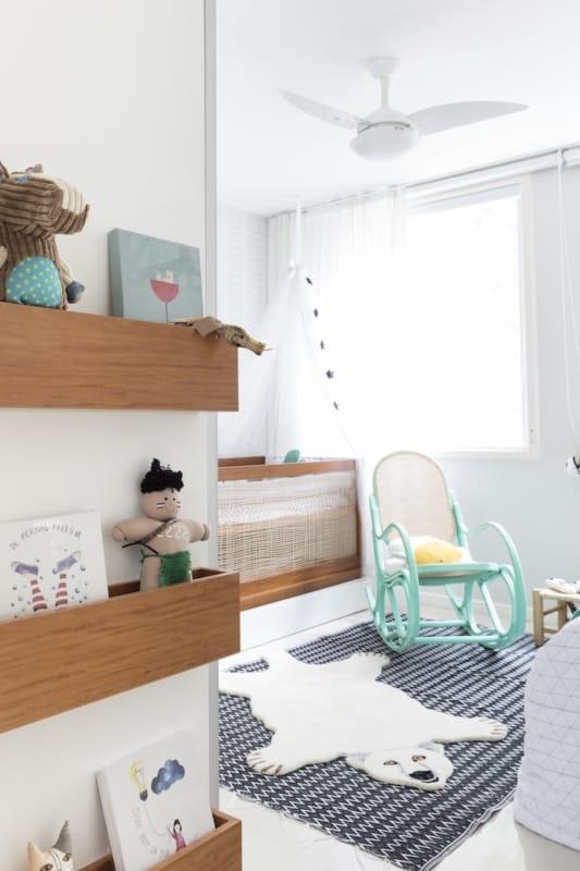 quarto de bebe com cadeira de balanco vintage