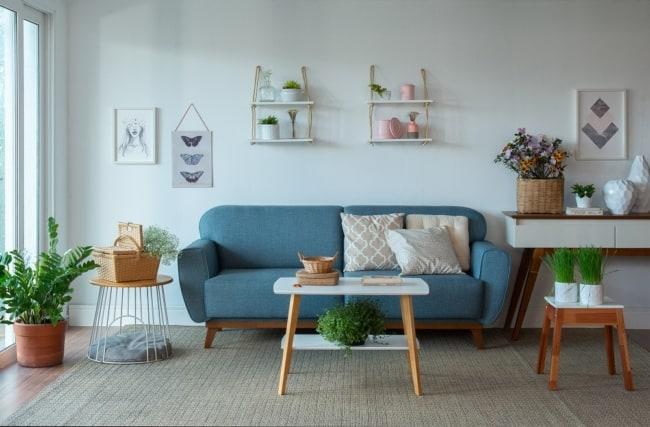 sala feng shui com sofa azul