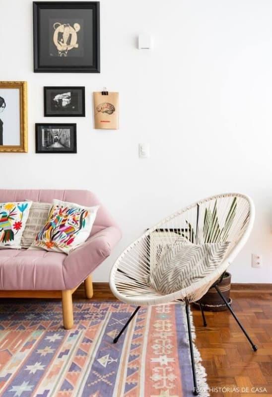 cadeira acapulco com almofada na decoracao da sala