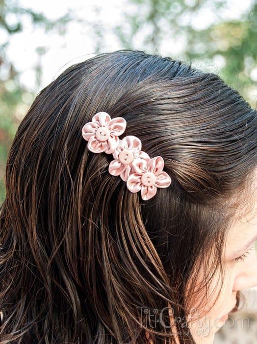 acessorio de cabelo com flor de tecido
