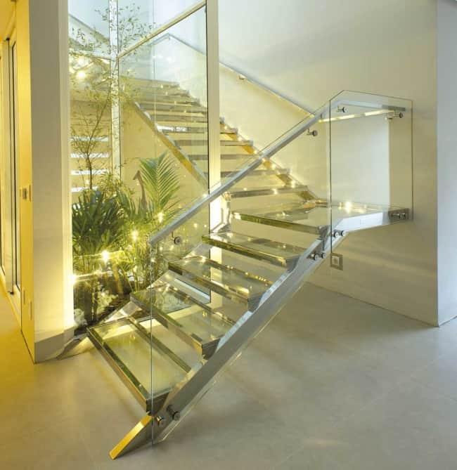 escada moderna em L com vidro e inox