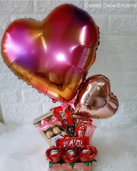 cesta de chocolate pequena com baloes