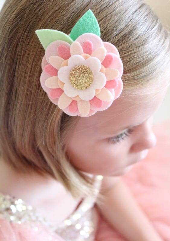 flor de feltro para cabelo