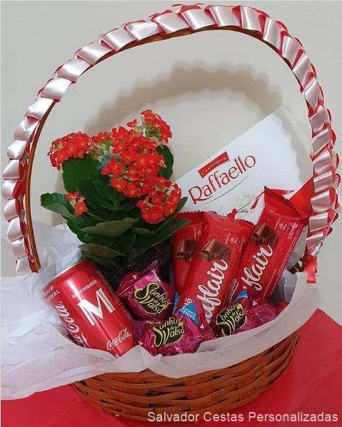 cesta de chocolate pequena com flor
