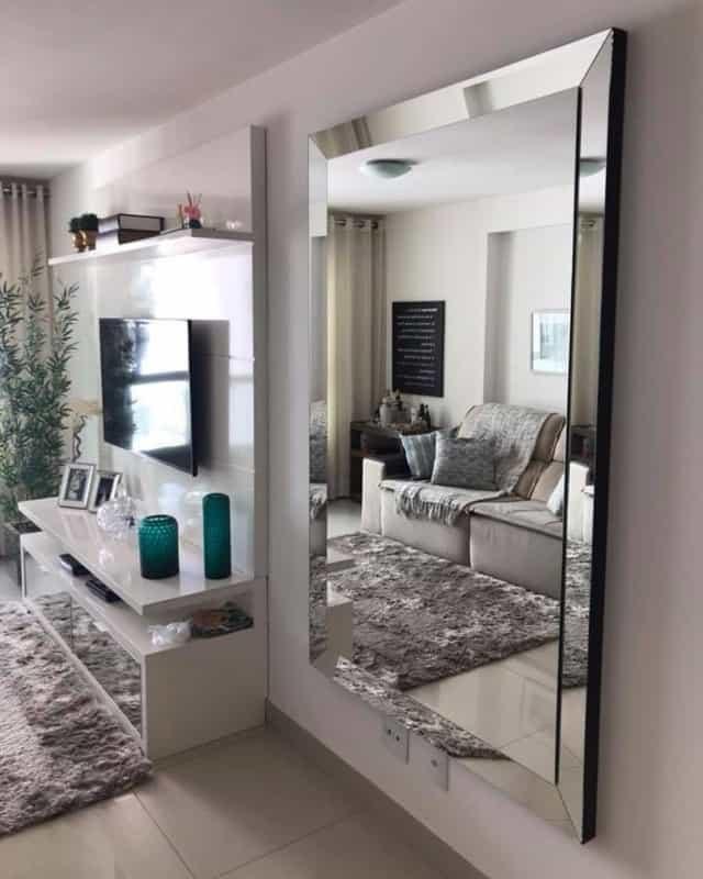 espelho em sala com estilo feng shui