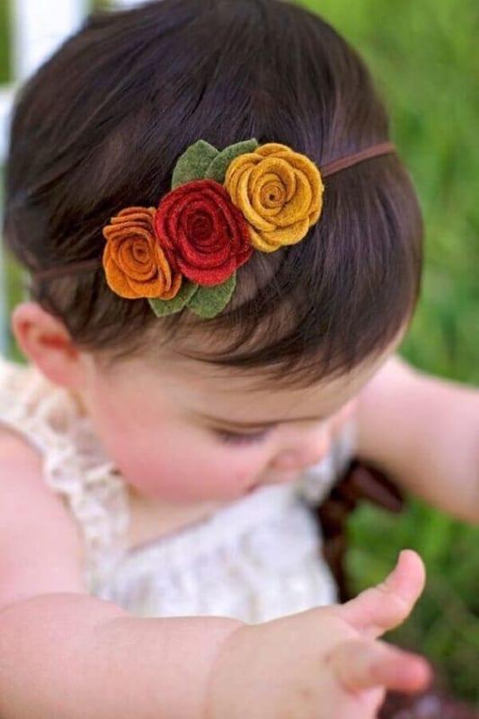 tiara infantil com flores de tecido feltro