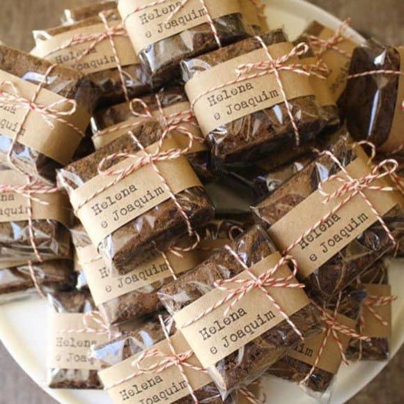brownie com embalagem personalizaad para lembrancinha de casamento