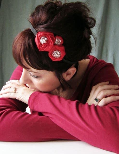 tiara feminina com flor de tecido