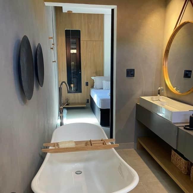 banheiro moderno com tinta cimento queimado