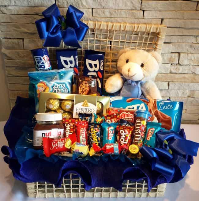 cesta de chocolate grande decorada em azul