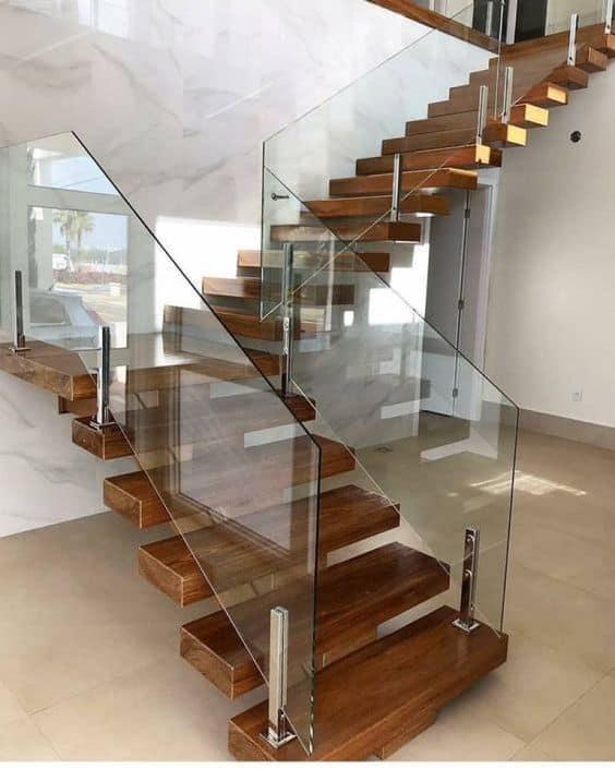 escada em L moderna e em madeira