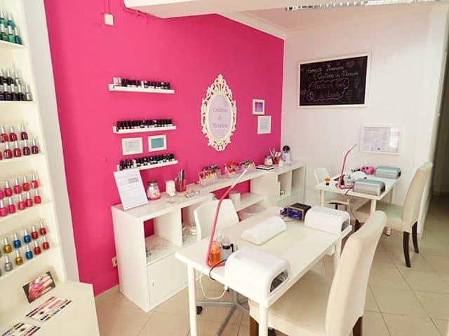 decoracao de esmalteria com parede pink