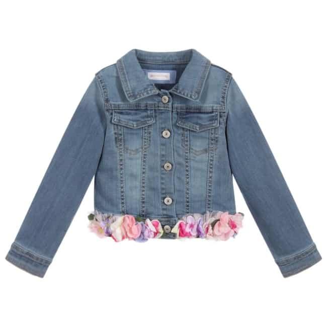 jaqueta jeans decorada com flores de tecido