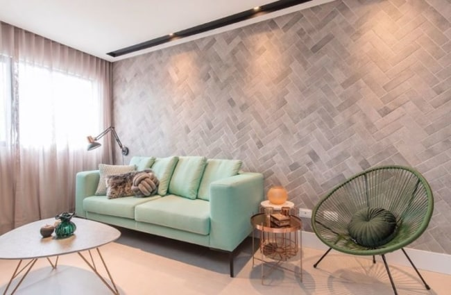 sala moderna com cadeira acapulco verde