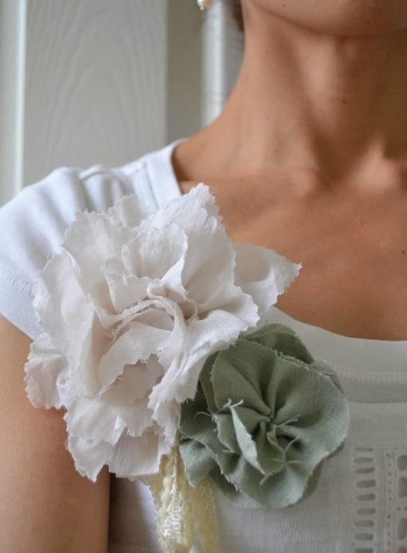 blusa com flores de tecido