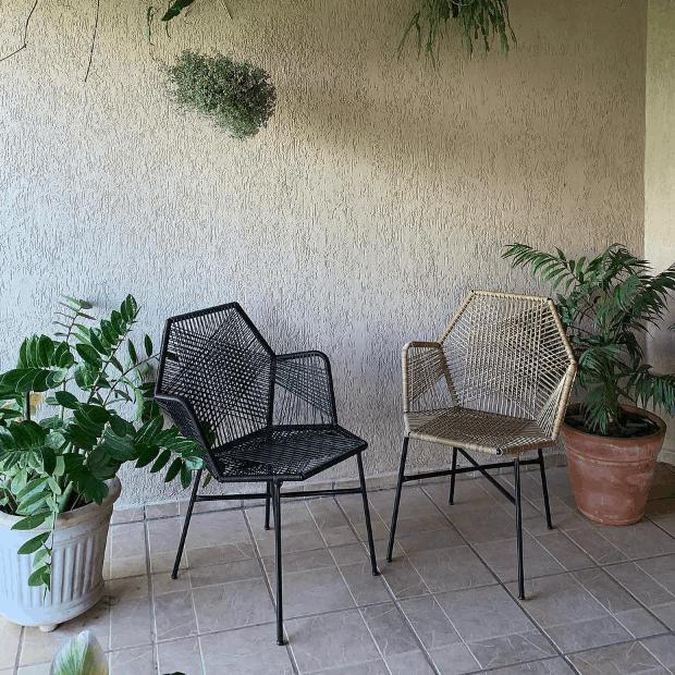 varanda com cadeira tropicalia