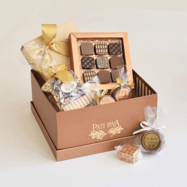 cesta com chocolates artesanais