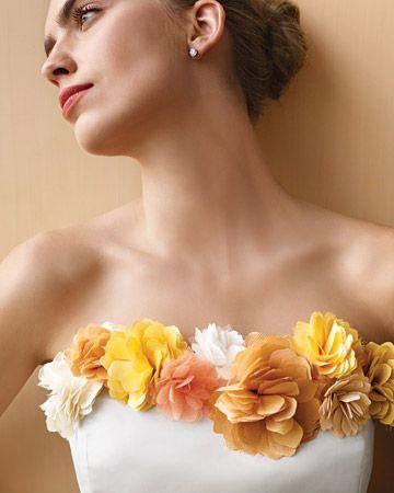 vestido tomara que caia decorado com flores de tecido