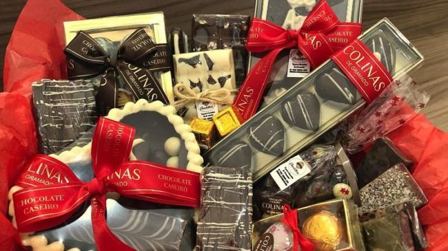 cesta grande com chocolates artesanais