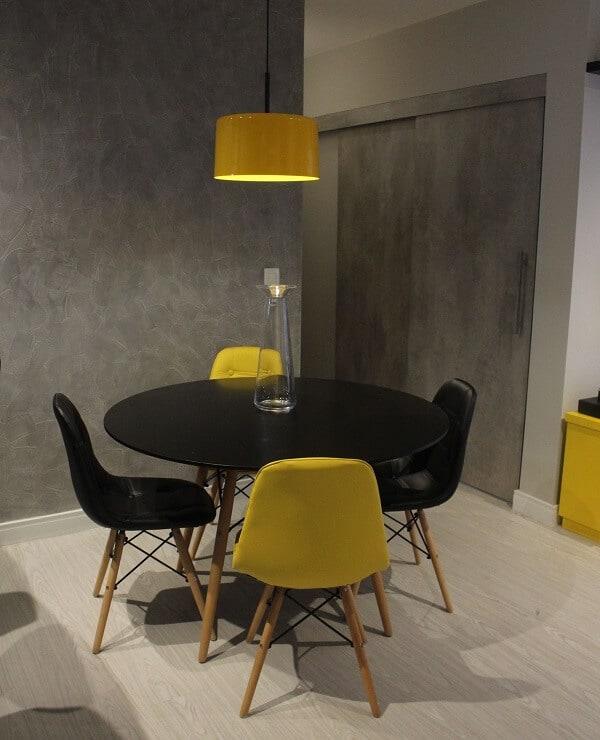 sala de jantar com cadeira Eiffel estofada
