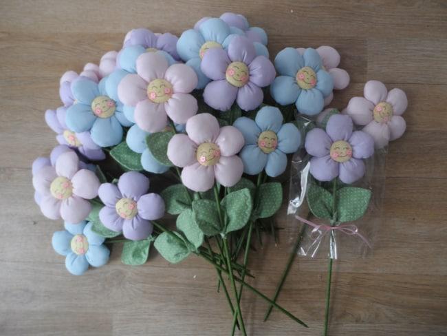 lembrancinha de flor de tecido com enchimento