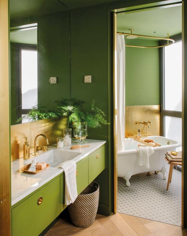 banheiro em verde e dourado