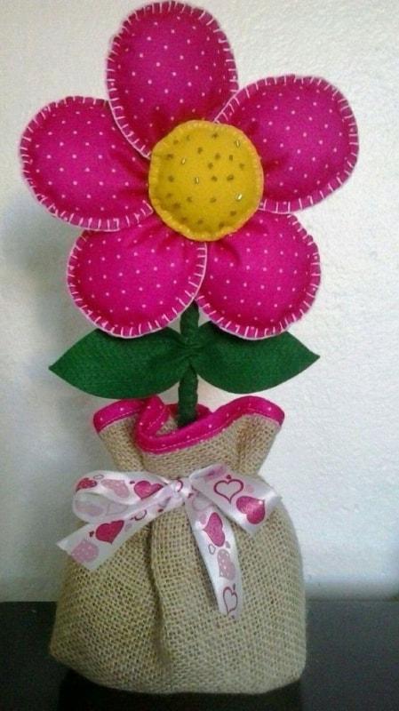 peso de porta com flor de tecido com enchimento