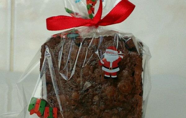 brownie em embalagem transparente de natal