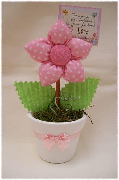 vasinho com flor de tecido com enchimento