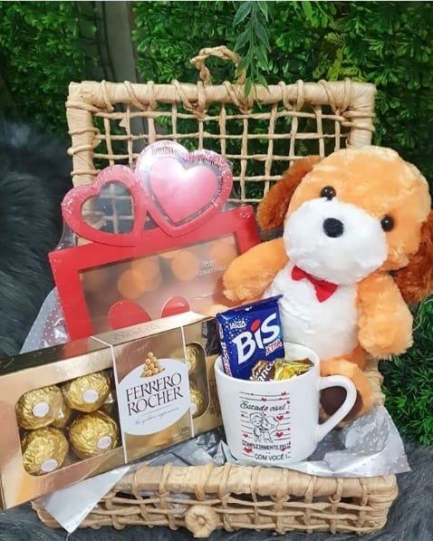 cesta de chocolate simples com urso de pelucia