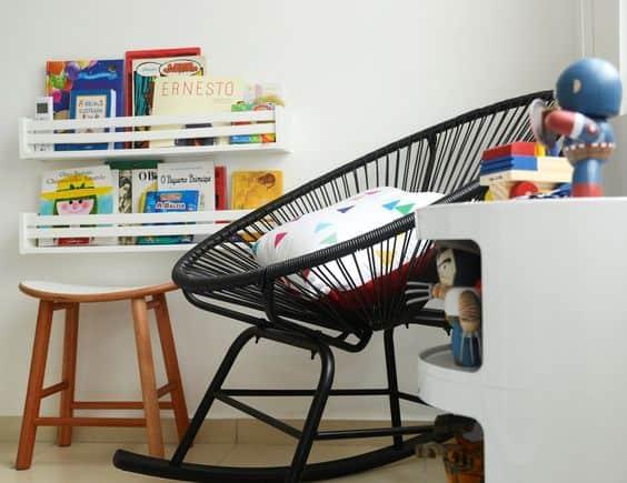 quarto infantil com cadeira acapulco de balanco
