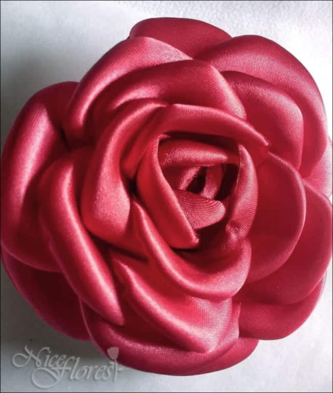 rosa de tecido em cetim