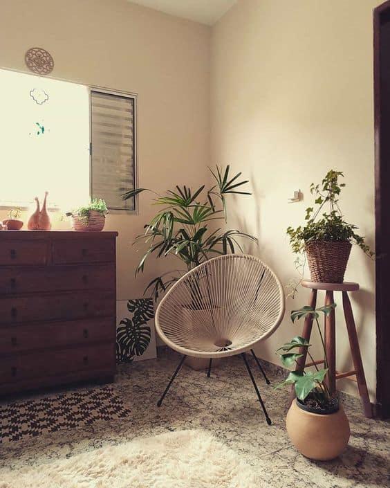 quarto simples com cadeira acapulco