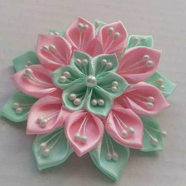 flor feita de cetim