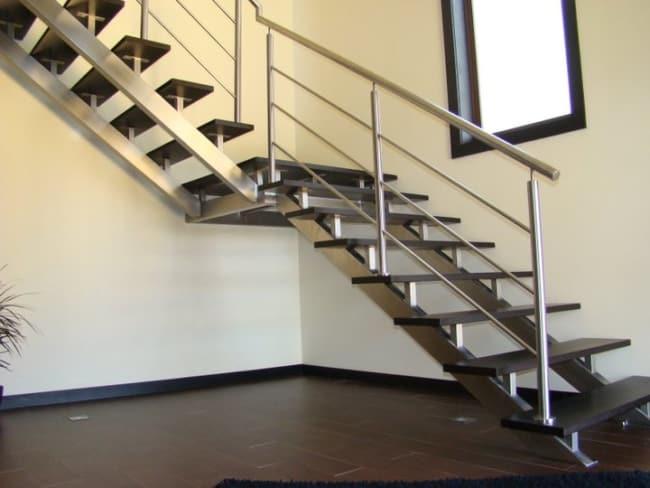 modelo de escada em L com patamar