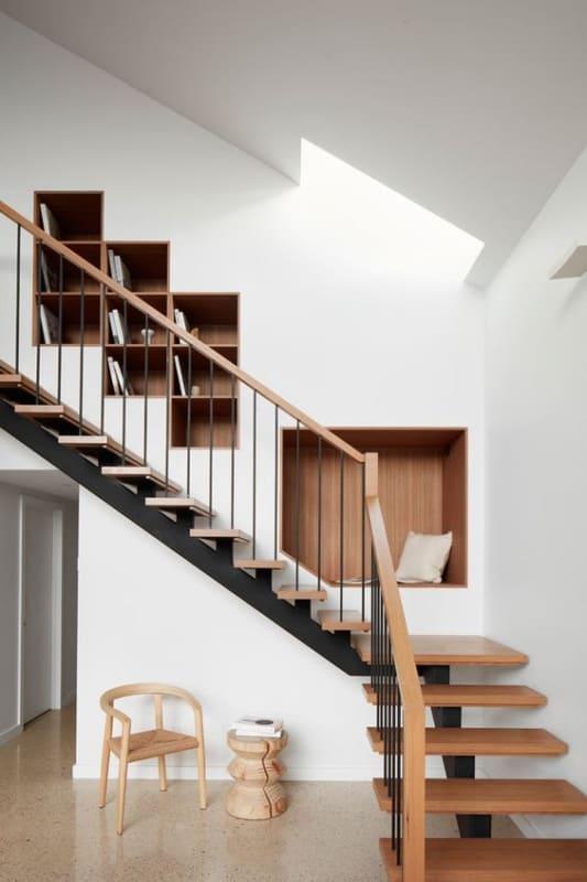 escada em L com patamar de descanso