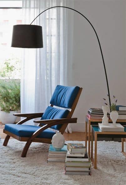 cadeira de madeira estofada para leitura