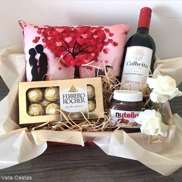 cesta de chocolate com vinho para dia dos namorados