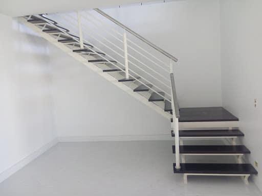 escada em L com descanso