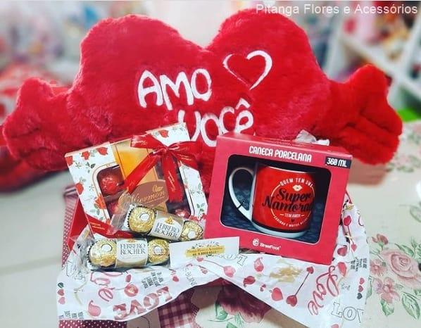 cesta de chocolate para namorada com pelucia
