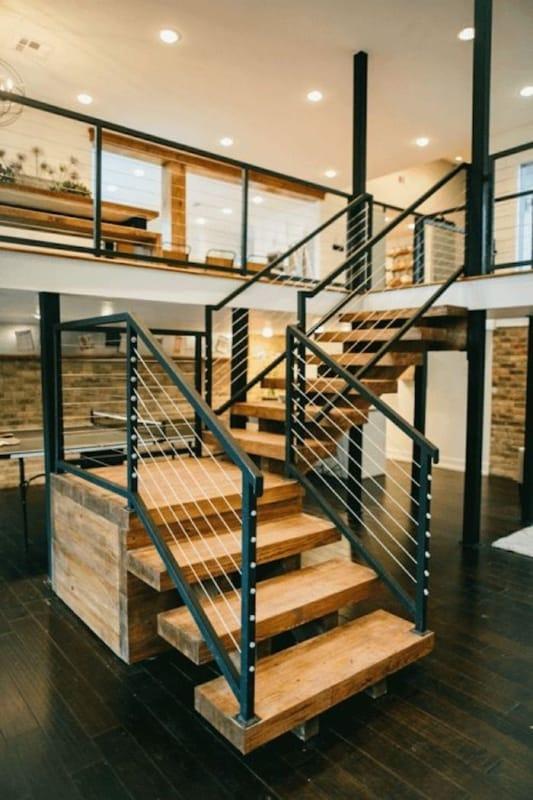 escada estilo industrial com patamar